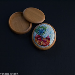 Another Klee flower in green (marcoandbetty) Tags: flower colorful embroidery bright colors stitchery needlework dmc floww wooden base setting tray artbase accessories free hand oval cameo woodwork