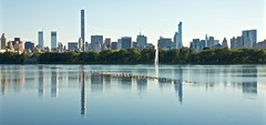 The Jacqueline Kennedy Onassis Reservoir in Central Park (lydia_x_liu) Tags: york eos is usm efs f28 centralparknew 1755mm jacquelinekennedyonassisreservoir citycanon 50dcanon