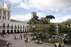 Plaza Grande. Quito. Ecuador (Uxo) Tags: street city urban calle quito ecuador amrica ciudad rua sudamrica