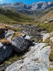 Ruisseau de Sausse (Manolo Moliner) Tags: walking paisaje pyrénées pirineos randonnée gavarnie midipyrénées hautespyrénées pirineocentral