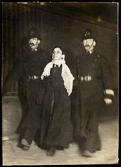 Arrest of a suffragette on Black Friday 1910-11-18