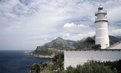 Port de Sóller lighthouse, Mallorca (SteveInLeighton's Photos) Tags: transparency kodachrome april 2004 majorca mallorca spain lighthouse portdesoller espana