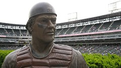 Pudge (Crawford Brian) Tags: chicago whitesox mlb baseball majorleaguebaseball americanleague carltonfisk fisk 72 comiskey uscellular field stadium ballpark statue bronze guaranteedrate sox chisox pudge