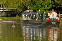 1195-06L (Lozarithm) Tags: people canals swans kennetavon narrowboats k50 wilts 55300 seendcleeve pentaxzoom hdpda55300mmf458edwr