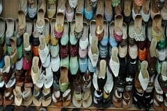 scarpe (1) (Parto Domani) Tags: shoe shoes dubai handmade united traditional uae arabic east emirates arab afghan oriente middle peninsula medio uniti scarpe arabi scarpa arabica afgan penisola emirati