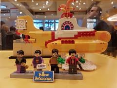 20170119_143725 (COUNTZERO1971) Tags: lego london legostore leicestersquare toys buildingblocks brickculture