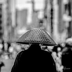 The Monk (Mario Rasso) Tags: tokio tokyo japan japon mariorasso nikon d810 blackandwhite blancoynegro blackwhite monk monje hat takuhatsugasa