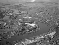 Aerial view of the River Wear, 1959 (Tyne & Wear Archives & Museums) Tags: portofsunderland sunderland riverwear heritage industry industrial ships vessels shipyards shipbuilding deptford pallion southwick sirjameslaingandsons williamdoxfordsons williampickersgillsons wearmouthcolliery coalmining collieries rivers queenalexandrabridge railways coalstaithes aerialphotograph blackandwhitephotograph digitalimage archives aerialview shipyard july1959 industrialheritage shipbuildingheritage maritimeheritage ship mast deck transportation development structure construction river water land bank crane buildings wall roof window marineengineering shiprepairing dredging pier dock quay passage harbour management riverwearcommissioners tradition cylinder container refelection calm fascinating unusual impressive interesting northeastofengland unitedkingdom bridge road vehicle trasnportation vegetation