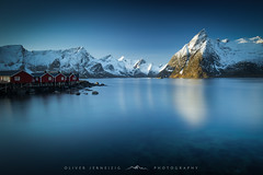 ● hamnøy ● lofoten ● norway ● (Oliver Jerneizig) Tags: oliverjerneizig oliverjerneizigde wwwoliverjerneizigde norwegen norway norge lofoten north wilderness landschaft landscape outdoor canon 6d canon6d hamnoy hamnøy mountains sea fjord lake blue hour