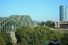 Hohenzollernbrücke (Köln) (fotoeins) Tags: travel canon germany deutschland eos europa europe kitlens cologne köln rhine rhein koeln xsi hohenzollernbruecke hohenzollernbridge eos450d henrylee 450d canonefs1855mmf3556is fotoeins henrylflee fotoeinscom
