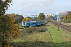 Protos 5031(Barneveld Noord 25-10-2015) (Ronnie Venhorst) Tags: railroad holland station train canon eos rebel d nederland eisenbahn rail railway zug bahnhof ede railwaystation wageningen rails vehicle emu t3 bahn trein spoor 1100 spoorwegen noord spoorweg sprinter nederlandse protos 2015 stoptrein barneveld edewageningen treinstel 5031 1100d materieel eos1100d spoormaterieel eos1100