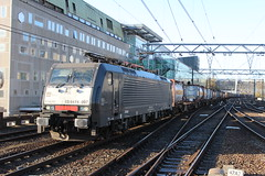 Locon 189 097 te Eindhoven 28 november 2015 (Remco van den Bosch 72) Tags: railroad station train transport siemens eisenbahn railway bahnhof eindhoven cargo railwaystation rails bahn trainspotting trein spoor spoorwegen freighttrain gterzug elok eloc locon goederenwagon goederentrein containertrein treinspotten 189097 electrischelocomotief