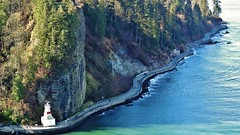 Walking along the seawall. (France-♥) Tags: 1126 vancouver stanleypark seawall canada bc colombiebritannique britishcolumbia chemin trail sentier nature marcheurs wlkers walkers 2013 arbres trees green water eau cliff falaise