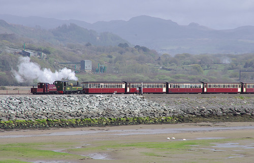 RD13231.  PALMERSTON & LYD arriving at Porthmadog.