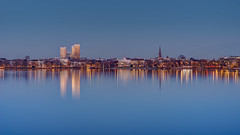 20170115-_SNE4776_7_8 (Sascha Neuroth) Tags: nikonafsnikkor85mm118g nikond610 saschaneuroth alster blauestunde skyline mundsburg uhlenhorst reflexion reflection wasser hamburg city langzeitbelichtung hdr