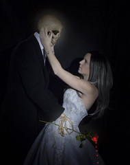 The Bride and her Lover (PKub) Tags: anzug black blood blumen blut braut flora flower flowers jennifer natur nature photography pkub pkubimagesgmailcom pkubimages red rose rot schaedel schwarz skelett skull suit totenkopf weiss white bride people plants skeleton