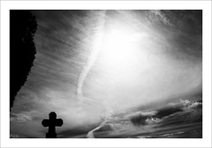 au ciel (P@ti16) Tags: ciel noiretblanc bw croix canon1022mm canon70d