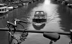 Keizersgracht (bingley0522) Tags: amsterdam canal bicycles tmax400 keizersgracht leicaiiic hc110h autaut leicasummitar50mmf20ltm epsonv500scanner