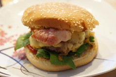 DSC08567 (Kirayuzu) Tags: bacon burger cheeseburger homemade hamburger salat selbstgemacht speck