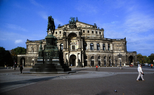 "Dresden (038) Theaterplatz Semperoper • <a style=""font-size:0.8em;"" href=""http://www.flickr.com/photos/69570948@N04/22140433260/"" target=""_blank"">View on Flickr</a>"
