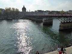 2015.10.11.03 PARIS -La Seine et le pont des Arts en contre-jour (alainmichot93 (Bonjour  tous)) Tags: paris france seine architecture ledefrance pont contrejour fleuve pontdesarts laseine 2015 paris1erarrondissement