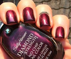 Sally Hansen Save the Date (Simona - www.lightyournails.com) Tags: purple nagellack nails manicure nailpolish vernis esmalte unghie smalto naillacquer sallyhansen nailswatch