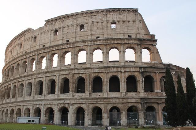 ローマ市内午前観光ツアー真実の口で写真タイム(世界遺産のオプショナルツアー)