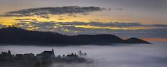 Au bord de mer (mrieffly) Tags: vosgesalsace htrhin valléedelathur geishouse canoneos50d leverdesoleil merdenuages brouillard ciel nuages