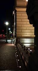 pedacinho, inho, inho, de BH (Centim) Tags: bh belohorizonte minasgerais mg brasil br cidade estado país sudeste capital continentesulamericano américadosul foto fotografia nikon d90 edificação luz noturna iluminação praçadaliberdade calçada calçamento