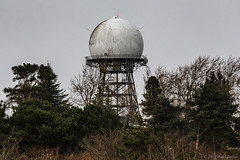 Discovery 170129 (RaulBaron) Tags: discoveryparkseattlelandscapejanuary canon 6d 70200mm washington radar tower radome trees
