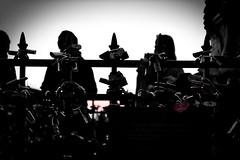 Padlocks (d6v1d) Tags: pontevecchio oldbridge puenteviejo florence firenze florencia italia italien italy padlock candado amor sombras barandilla shadow sombra love puente bridge brücke