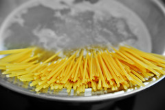 Cooking Pasta (Vassilis Online) Tags: pasta spaghetti boiling cooking cookingpasta semolina boilingwater spaghettitime food