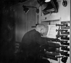 PEM-ROG-00094 Dirigent Helmer Telnes spiller orgel i Tromsø Domkirke