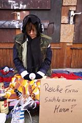 Obdachlose (fotoandy69) Tags: poverty blackandwhite woman shot arm outdoor homeless poor skulptur beggar hunger hungry frau photographing reich penner personen schnappschuss armut aufnahme bettler obdachlos obdachlose bettlerin schwarzweis strase ablichtung street