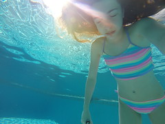 GOPR8193 (Mercedesdiaz) Tags: water girl sport swimming outside kid agua underwater bajo piscina nia swimmingpool nadar deporte pileta natacion swimm airelibre submarino bajoelagua