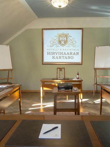 Kokouspaikkana Hirvihaaran Kartanon Patruunan sali