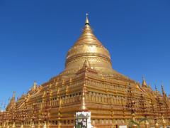 "Nyaung U: la pagode Shwezingon Paya <a style=""margin-left:10px; font-size:0.8em;"" href=""http://www.flickr.com/photos/127723101@N04/23415691026/"" target=""_blank"">@flickr</a>"