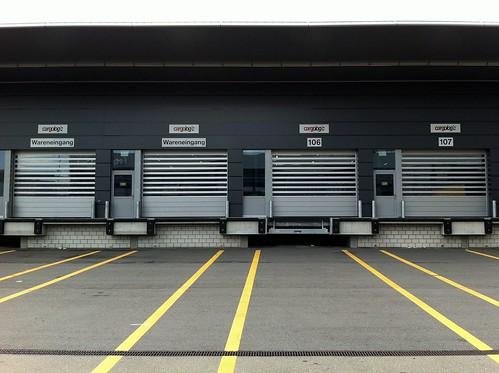 Швидкі ворота для складу. Высокоскоростные ворота. Hi speed doors. Efaflex. Flughafen_Zuerich_Iphone CW9
