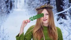 *** (zeldabylinovitch) Tags: girl portrait wood color green folia winter snow smile märchen mädchen wald winterwald cold schnee fairy tale fairytale