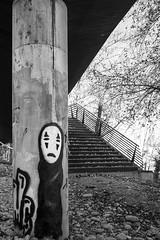 El Monigote (Anvica) Tags: zaragoza ribera blancoynegro blackandwhite escaleras dibujo fuji xt1