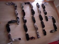 2015 (marsupilami92) Tags: france frankreich shoes war ledefrance sneakers nike converse baskets vans adidas guerre handicapinternational 92 chaussures courbevoie springcourt basm becon hautsdeseine pyramidedechaussures beconlesbruyres minesantipersonnel pyramidofshoes pyramidevonschuhen piramidedezapatos