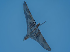 The Last Display - Old Warden (davepickettphotographer) Tags: park uk flying triangle display wing bedfordshire delta collection airshow trust vulcan bomber avro biggleswade shuttleworthcollection coldwarjet xh558 oldwarden vulcantothesky lastdisplay theshuttleworthcollectionuk collectionairshow