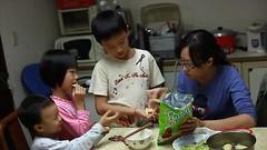 MVI_7006 (小賴賴的相簿) Tags: family canon 50mm kid taiwan stm 台灣 台北 小孩 小朋友 親子 木柵 孩子 家樂福 新店 chrild 5d2 anlong77 anlong89 小賴賴 小賴賴的相簿