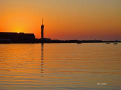 Sunset  - rio Mondego (verridrio) Tags: light sunset sun sol portugal water beautiful river boat flickr tramonto sony w rivire serenity estrellas yelow litoral  figueiradafoz  coucherdusoleil mondego aurinko serenidad  srnit joki rzeka spokj zachdsoca serenit  tyyneys
