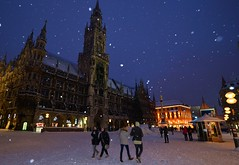 Munich - Marienplatz (cnmark) Tags: germany munich deutschland münchen bayern bavaria marienplatz neues rathaus new city hall gothic revival architecture neugotisch style stil historical historisch architektur night light blue hour snow schnee snowing schneit schneien ©allrightsreserved