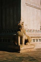 Contrast (pacco_racco) Tags: color film temple kodakporta400 leicam6 leicasummicron35mmf20asph bagan myanmar