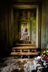 Mirror in AngKor Wat - Cambodia (PhotoGSuS) Tags: angkor buddhisttemple cambodia camboya unescoworldheritagesite capitaltemple jungle suresteasiatico temple អង្គរវត្