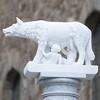 romulus & remus (ewaldmario) Tags: italien white detail statue focus wolf dof romulus tuscany column montalcino toscana remus toskana alabaster romanmythology ewaldmario