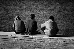 waiting.... (rofrhu) Tags: people bw men robert nikon waiting meer mare sw hummer mnner sitzen d7000 roberthummer