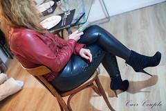 elle311 (Cuir Couple) Tags: cuir leder leather cuero veste jacket jupe skirt pantalon pant hosen mistress maitresse cuissardes maître master bondage bdsm cravache martinet
